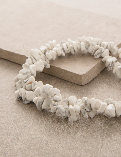 Howlite Gemstone Chip Necklace