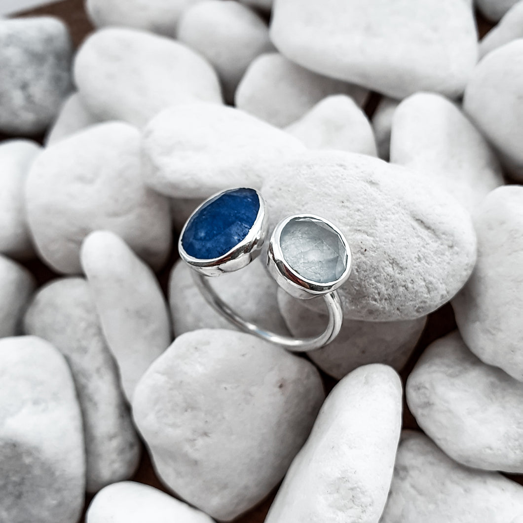 Dorsya | Ring | Blue gemstone | Adjustable silver ring