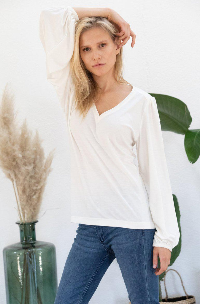 Aequem.com Shop Women's Ethical Fashion & Women's Sustainable Fashion Top Kalmia in Off-White-Tops-AVANI