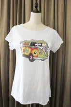 Afbeelding in Gallery-weergave laden, T Shirt love bus volkswagen california met strass