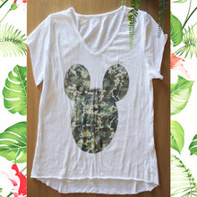 Afbeelding in Gallery-weergave laden, Strass T shirt met camouflage micky mouse motief