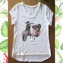 Afbeelding in Gallery-weergave laden, Retro T Shirt met flower power Vespa Rose