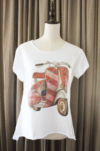 T Shirt Met Rode Retro Vespa scooter en strass
