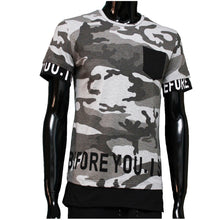 Afbeelding in Gallery-weergave laden, T-shirt Camouflage Grijs before you is.