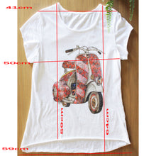 Afbeelding in Gallery-weergave laden, T Shirt Met Rode Retro Vespa scooter en strass