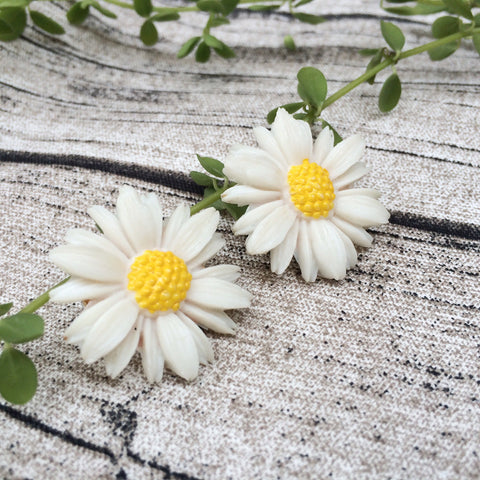 Pure & White | Vintage 1980s Sarah Coventry clip-on White Daisies