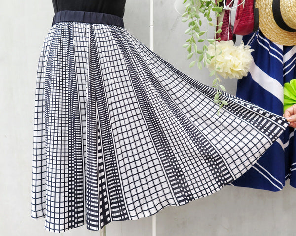 Minimal Liz | Vintage 1960s 1970s Monochrome black and white Grid print Skirt