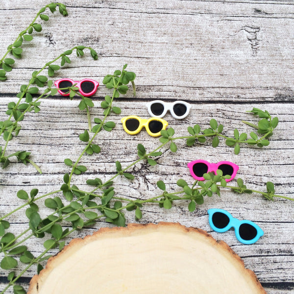 Cutsie Plastic 1970s retro Sunnies sunglasses brooches
