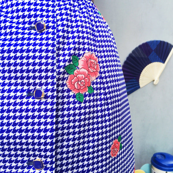 Indigo  Rose | Vintage 1960s houndstooth print Pink red Rose Shirtdress