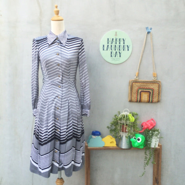Silver Lining | Vintage 1970s silver gray Chevron print Button down Dress