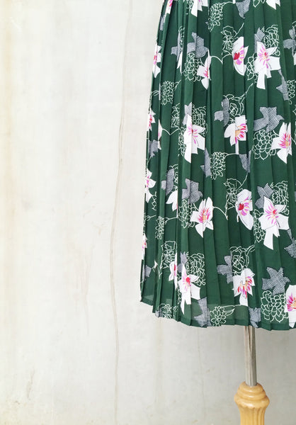 Miss Hardy | Orchid flower geometric print Vintage 1970s pleated Day dress