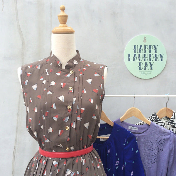 Coneheads | Vintage 1940s cute Candy Cone pleated Skirtwaist dress with Pleats