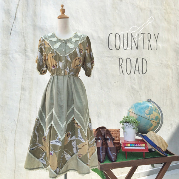 Country Road | Vintage 1980s zig-zag triangle abstract print dress with lace hem and floral flowers