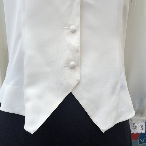 Miss Secretary | Vintage 1930s 1940s scallop neck detail blouse with embroidery and tuxedo hem