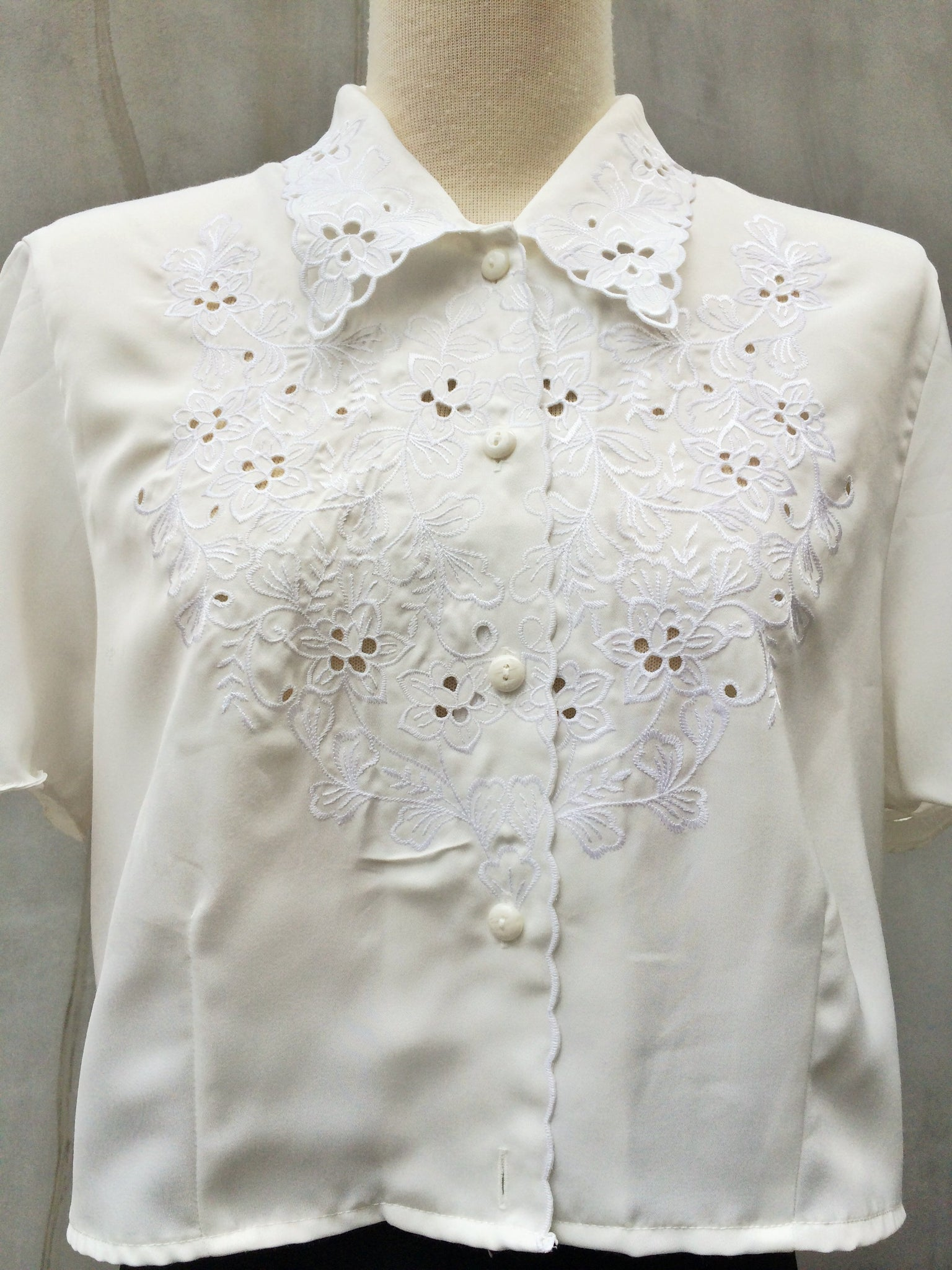 Indie Cycle | Cropped hipster white Embroidered Vintage hippie 1960s shirt