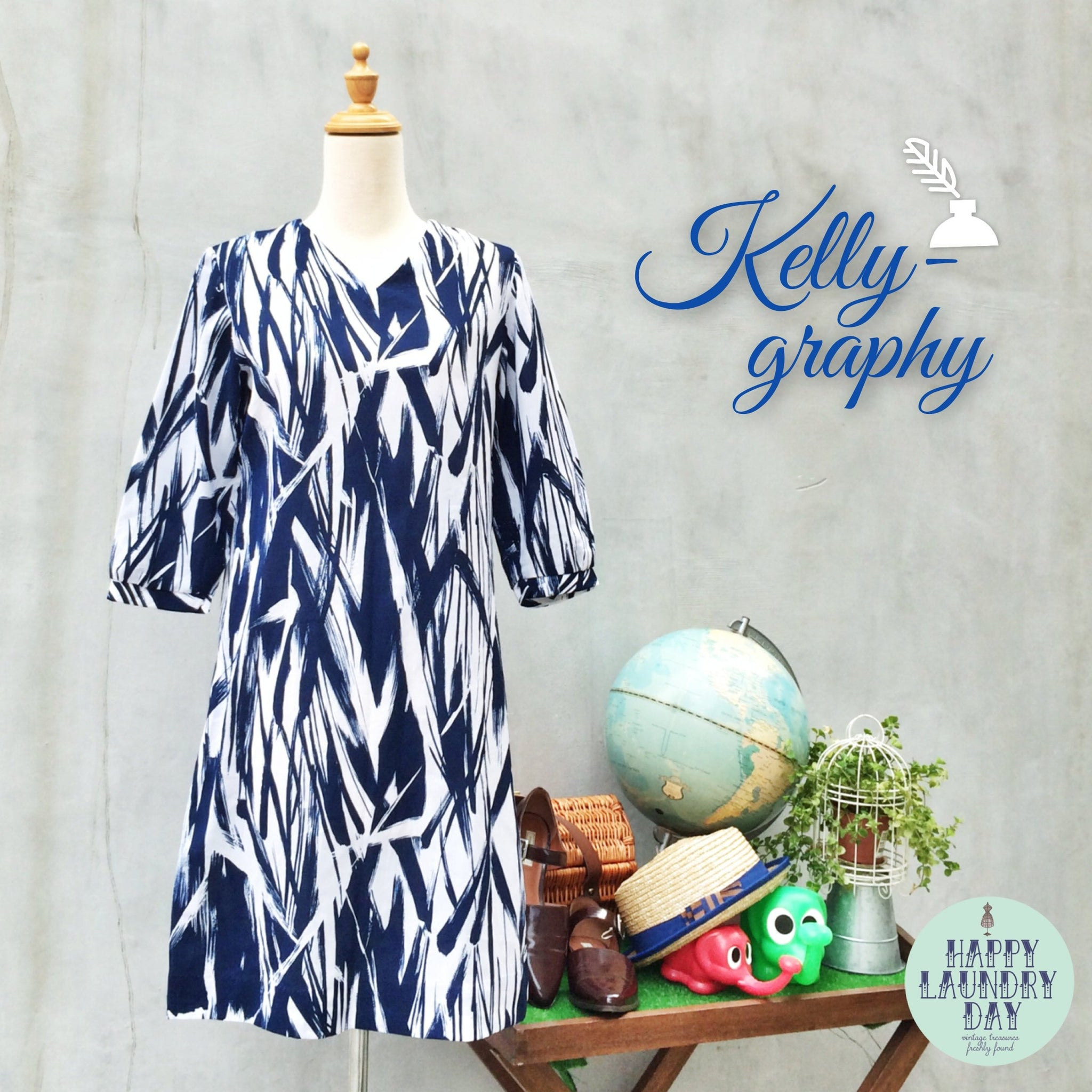 Kelly-grahpy | Calligraphy brushstrokes Vintage c. 1960s White and blue Graphic print Tent Dress