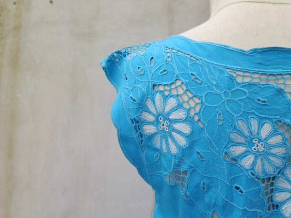 SALE | Cruise Liner | Vintage 1970s 1980s Bright Turquoise Blue Lace cut-out Summer Dress