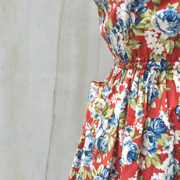 Spring Surprise | Vintage 1950s shorter Floral tea dress with POCKETS!