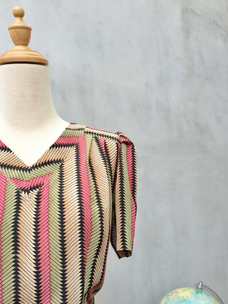 SALE ! |  Kitsch Kerpisch | Vintage 1970s vertical stripes and Triangles dress