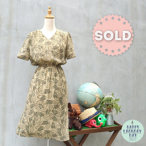 SALE | New Leaf | Vintage 1980s falling Autumn leaves Easy dress