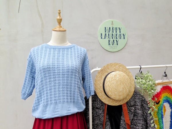 Soft side up | Vintage 1960s Crochet knit light blue Slouchy top