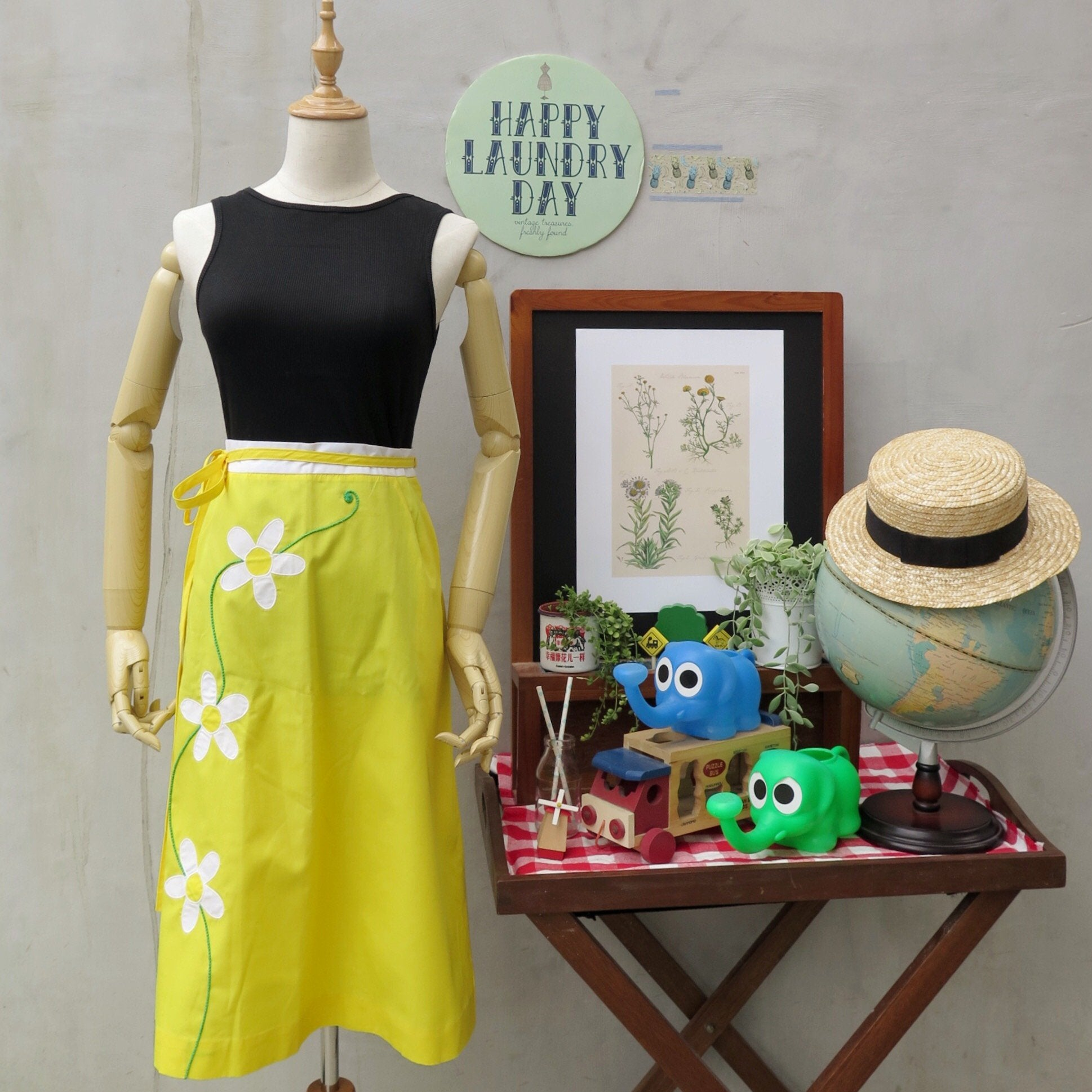 Buttercup | Vintage 1960s 1970s Daisy appliqué Wrap skirt with POCKETS!