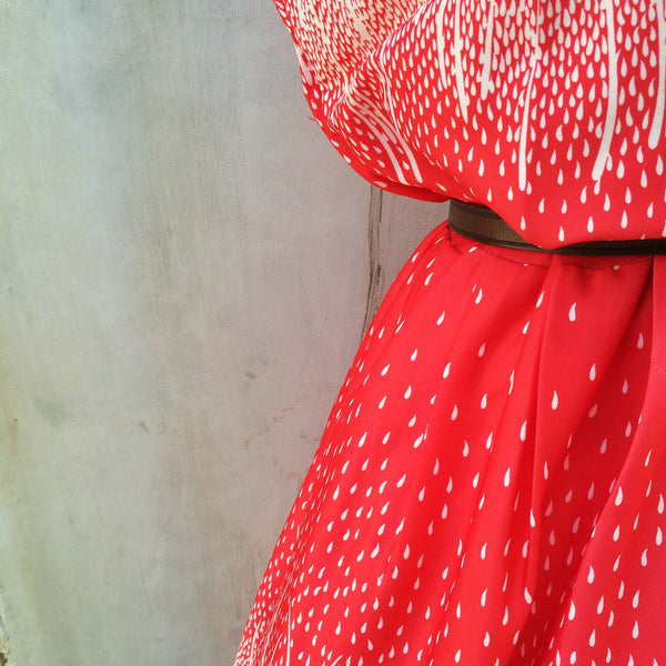 MUST HAVE! | Fire rain | Raindrops are falling in the woods- Bright | Vintage 1930s 1940s bright coral pink Raindrop print dress