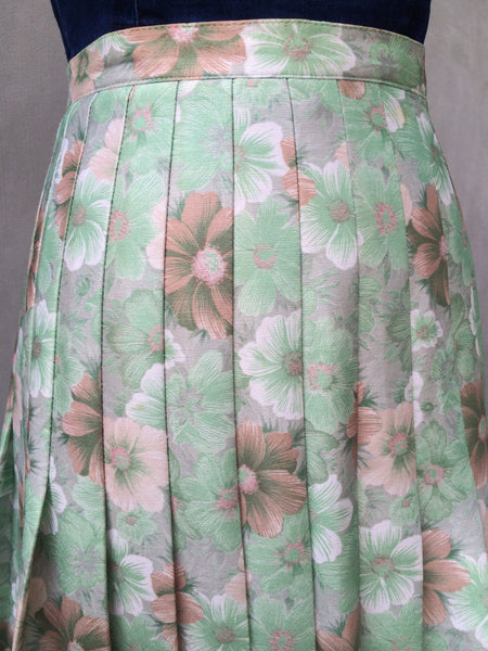SALE! | A cafe in Paris | Vintage 1950s Green floral petite Pleated skirt