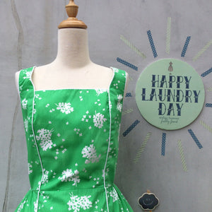 Happy to Greet you! | Vintage 1950s Happy-go-lucky White Edelweiss Flowers Green Cotton Seawaves Dress