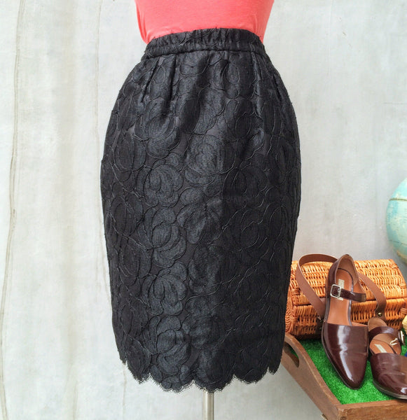 SALE | Tulip Du Noir | Vintage 1950s wiggle skirt with Lace overlay and cute Bubble shape