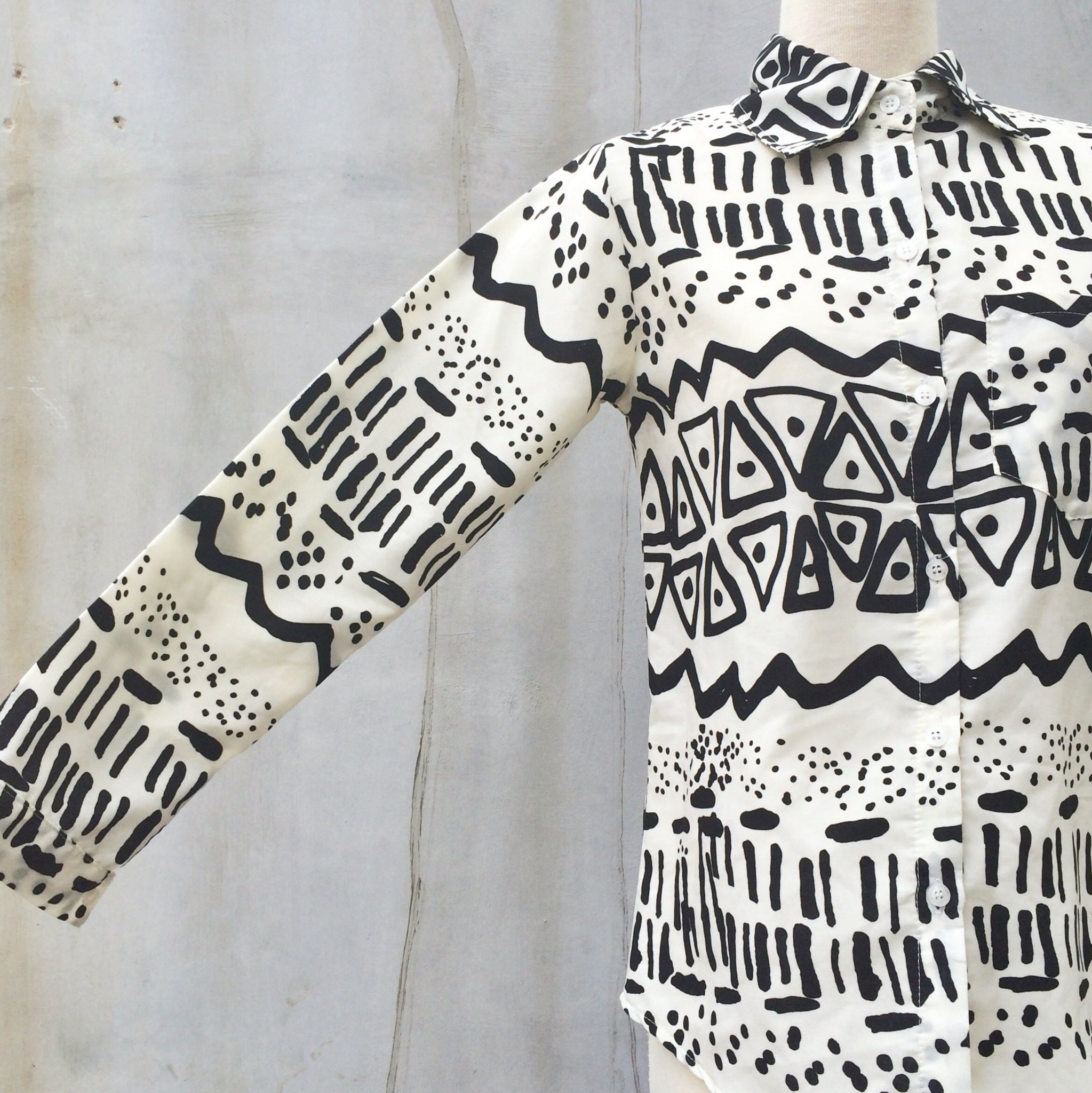 Funk & Groove | Vintage 1980s funky monochrom Black and White Graphic print Shirt Blouse