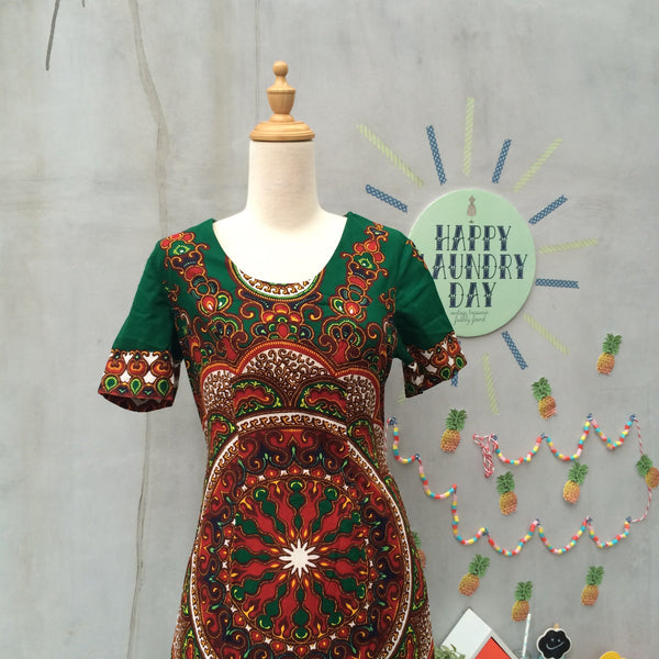 Must Have! | African Song | Vintage 1960s 1970s Hippie African Wax Ethnic print Maxi dress
