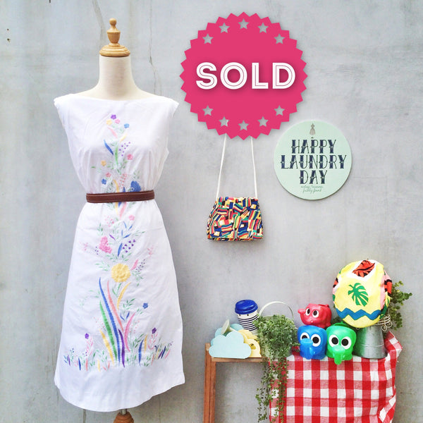 Easter Bunny | Vintage 1950s 1960s embroidered and Handweave Pastel Floral Handwork Shift Dress