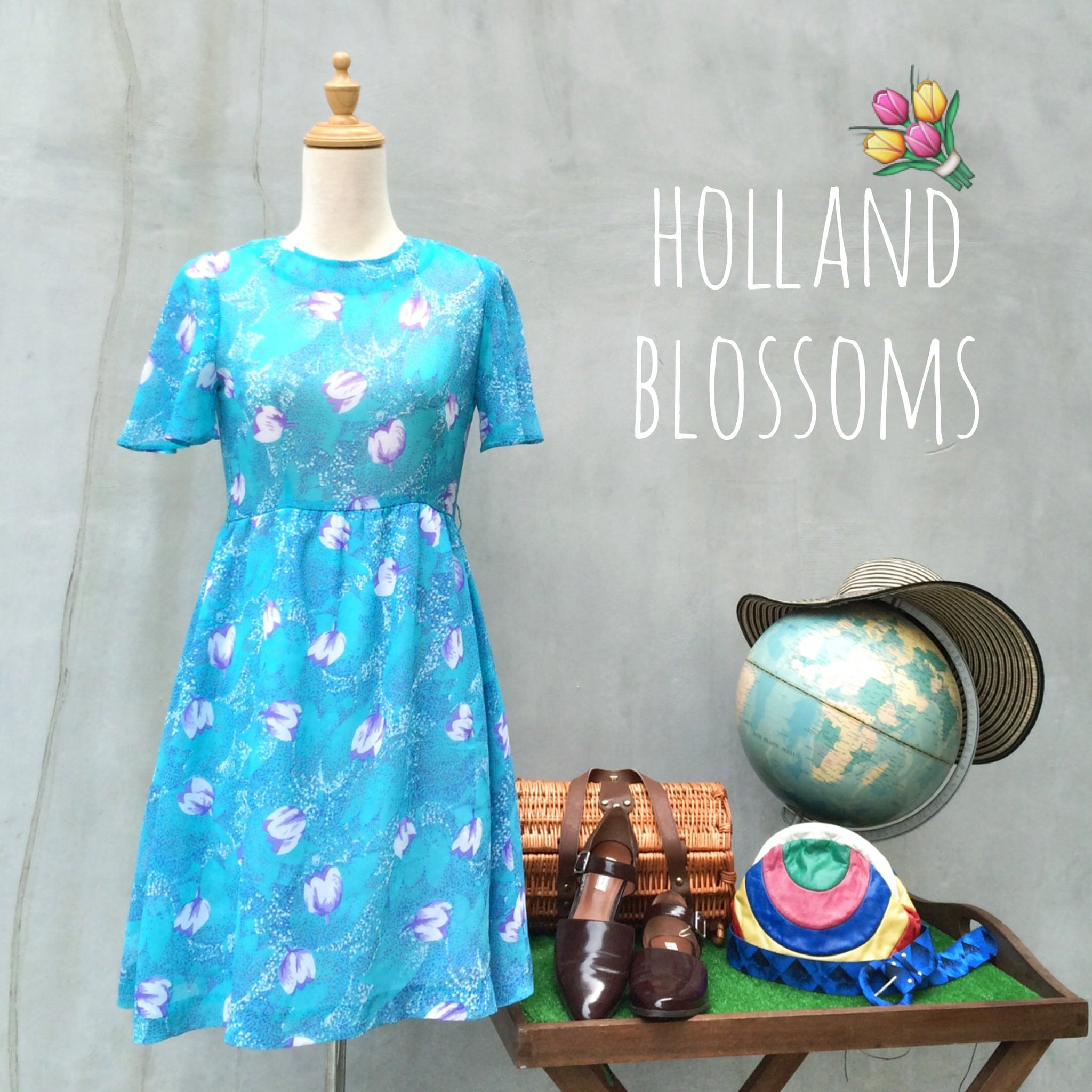 Holland Blossoms | Vintage 1960s Twiggy mod floral print Blue tulip short dress