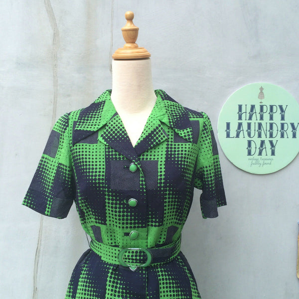 Dizzy Izzy | Vintage 1960s 1970s green and black Op art
