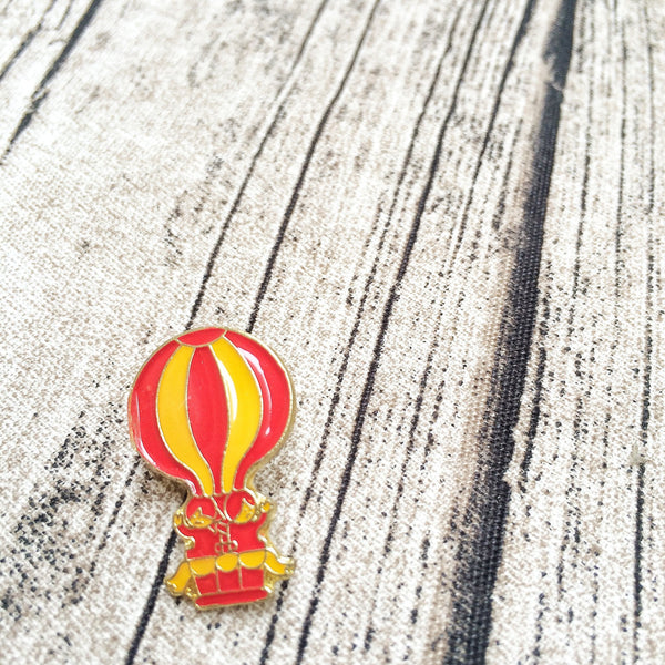 Hot Air Balloon Collar Pin | Retro 1980s vintage Cute Novelty Brooch 1