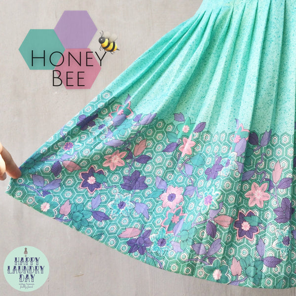 Honey Bee | Vintage c. 1960s intense Mint Green flecked Honeycomb geometric print Abstract Floral Pleated Skirt