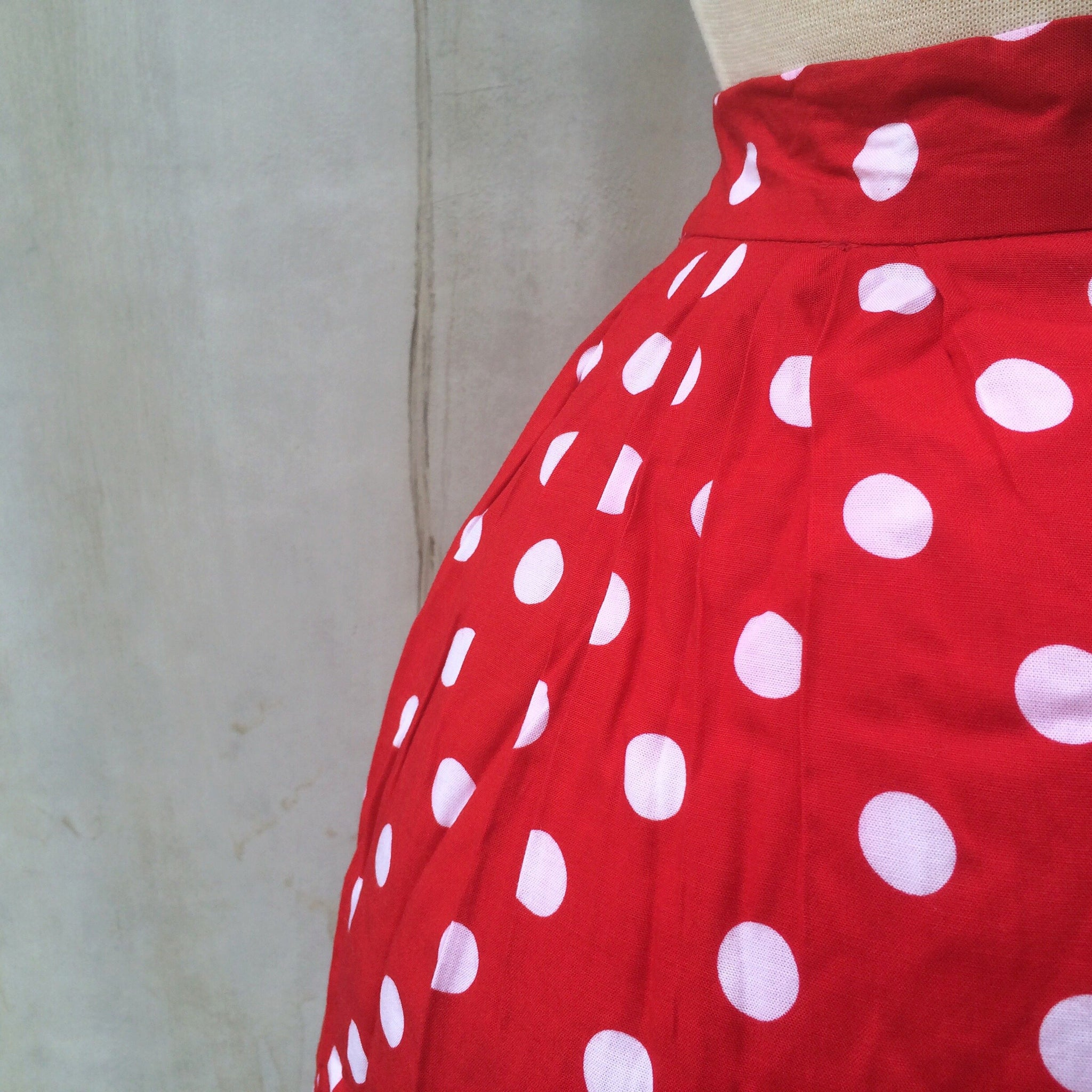 Swing swing | Vintage1980s does 1950s rockabilly style Short flared swing skirt with POCKETS
