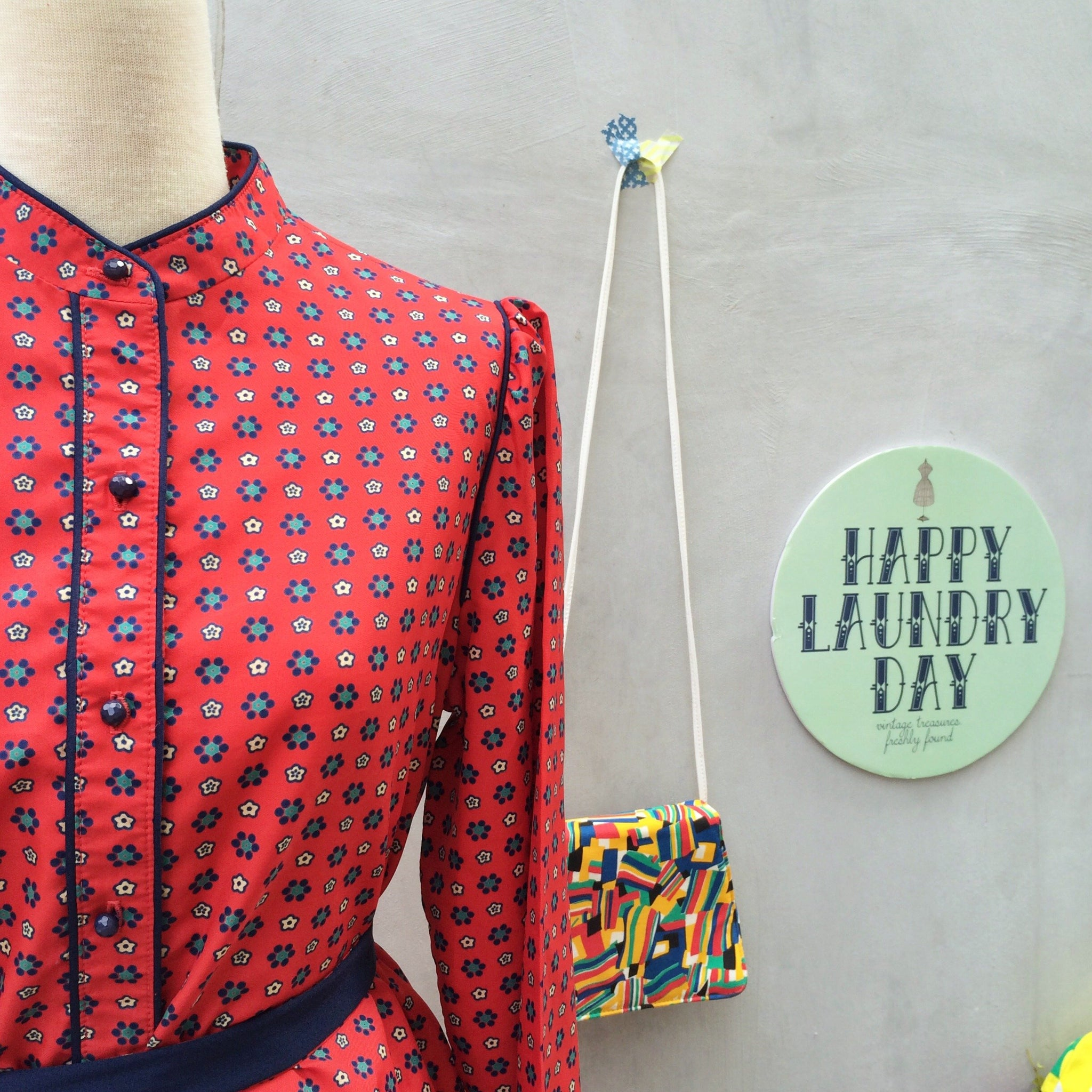 Red Chamomile | Vintage 1970s mandarin collar Floral print Henry Lee shirtdress | With POCKETS! And a matching fabric belt