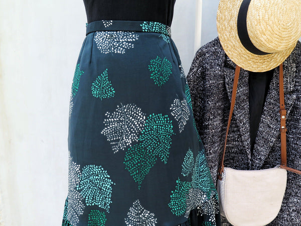 Fiona | Vintage 1960s 1970s Forest green frilled skirt with Mosaci leaf prints
