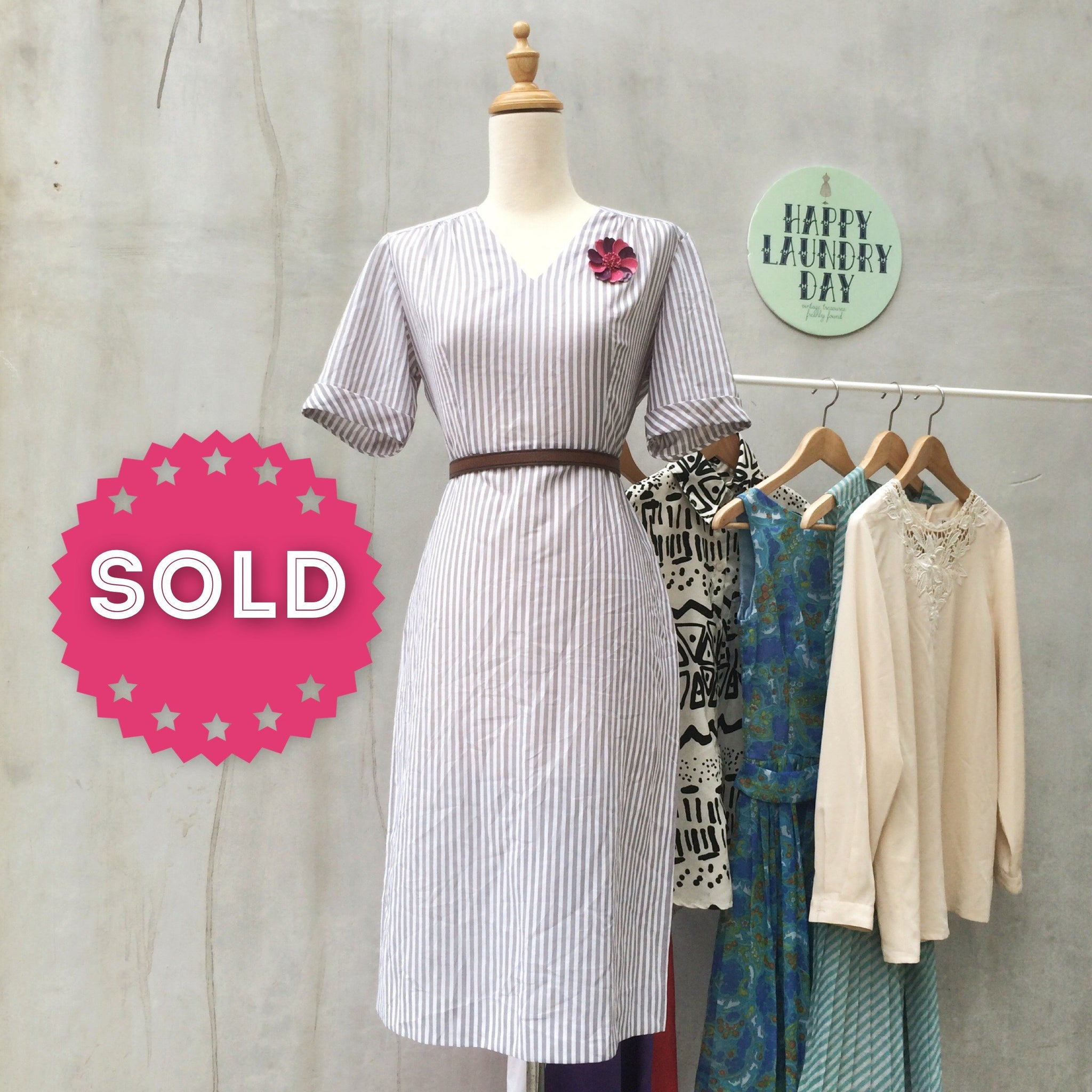 Strip-ey Office Happy ! | Vintage 1940s simple shift dress in Grey white Vertical stripes