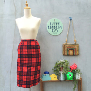 Kilting me Softly | Vintage 1970s Pendleton tartan red Scotsmen plaid 100% Wool skirt with POCKETS