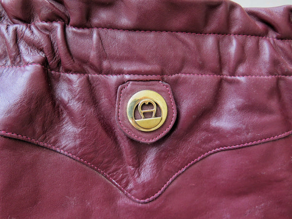 Vintage 1960s 1970s dark brown Etienne Aigner shoulder bag with Unique opening