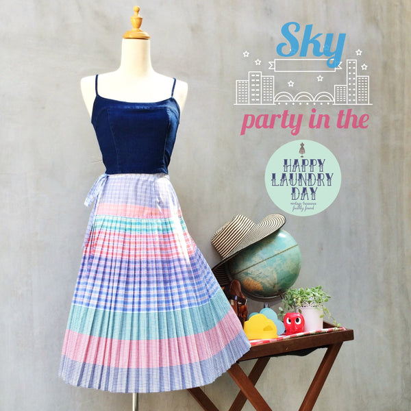 Party in the Sky | Vintage 1970s Rainbow pastel stripes Pleated Wrap Skirt