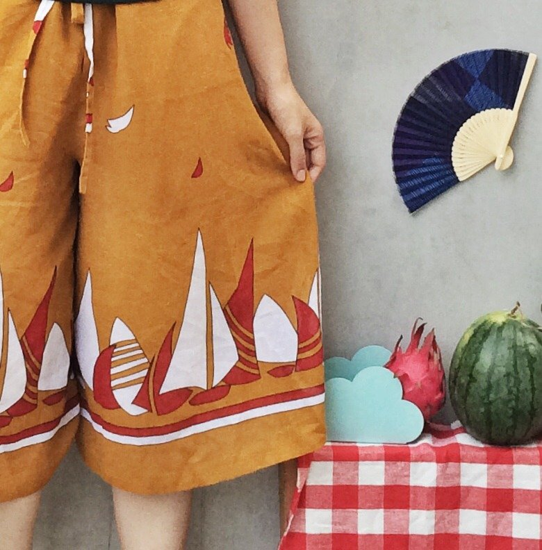 Summer Gulls | Vintage 1970s 1980s mustard yellow Sailboat Yatch print Culottes