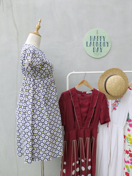 Daisy | Vintage 1960s 1970s high-waisted babydoll retro daisy print dress