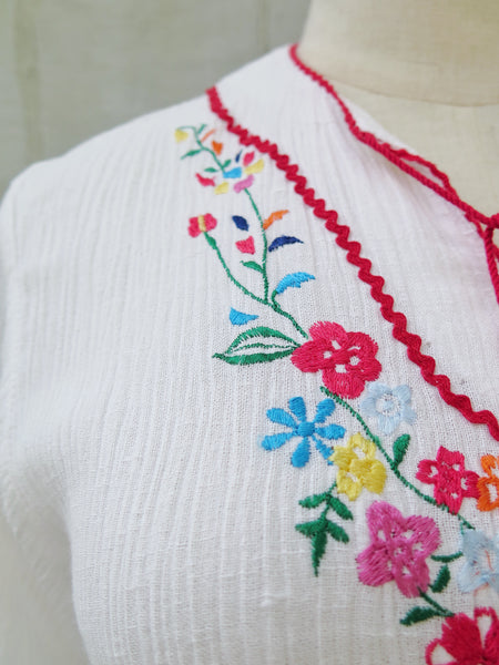 Annabella | Vintage 1960s 1970s embroidered flowers boho chic ethnic retro white summer frock dress