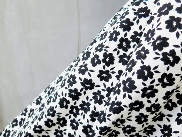 Whitney | Vintage 1960s 1970s black white floral print smooth touch monochrome skirt
