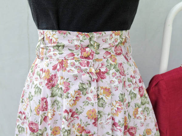 Frances | Vintage 1970s 1980s peach pink and floral print mid-length skirt