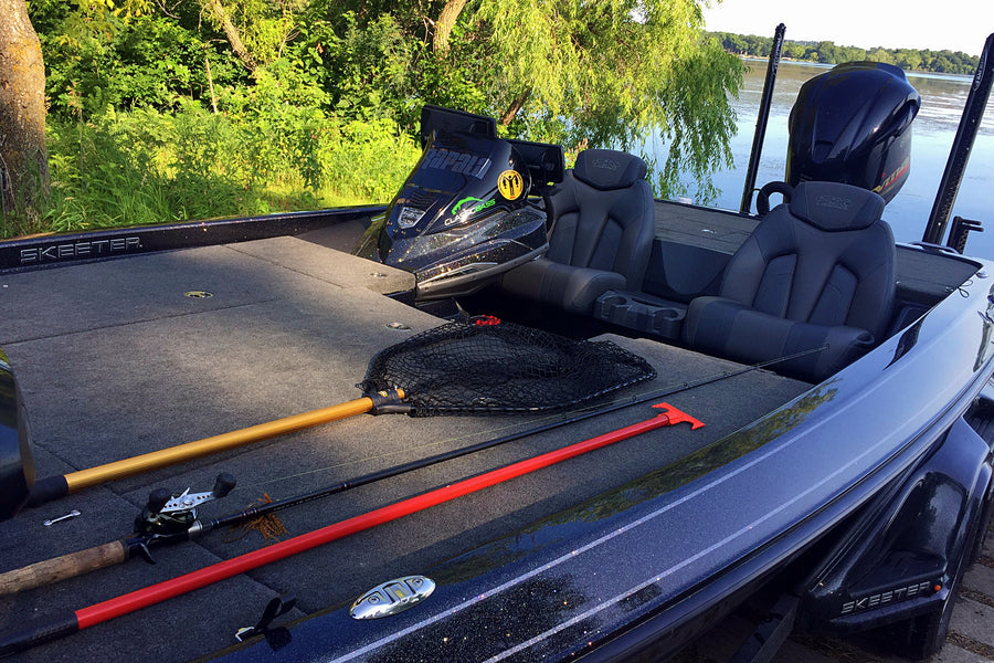 Tools to Remove Aquatic Weeds From Your Boat Trailer